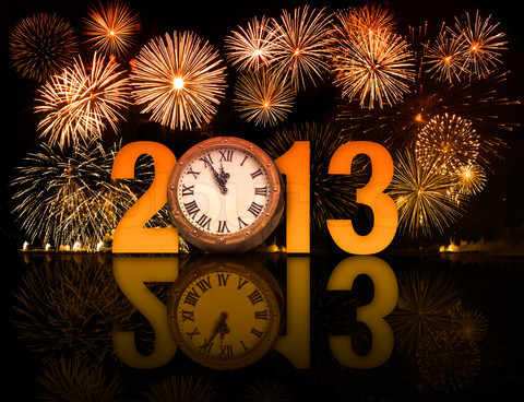 4150272-253687-2013-year-with-fireworks-and-clock-displaying-5-minutes-before-midnight